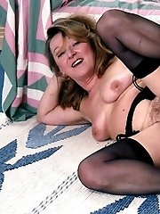 Mature lady shows her beautiful hairy pussy